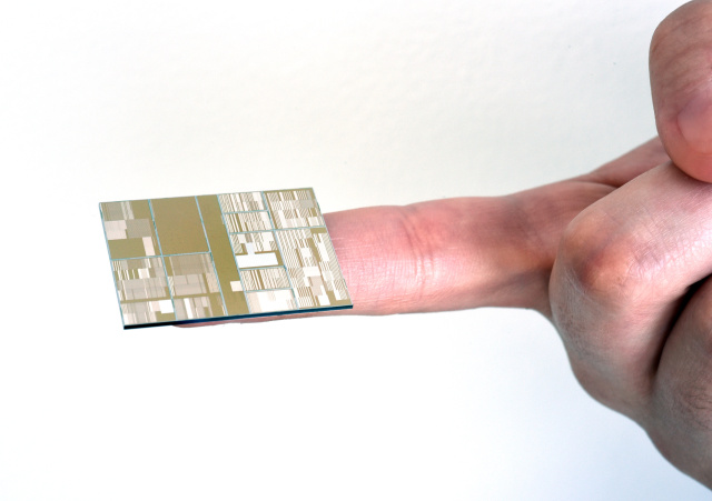Released image of 7nm chip prototype Image source IBM
